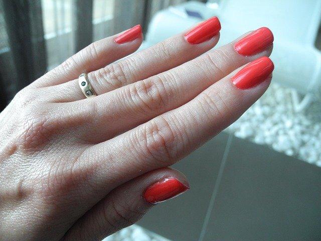 Jak wydłużyć płytkę paznokcia?